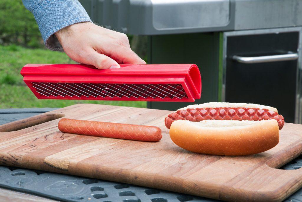 Using Slotdog hot dog scorer for the grill